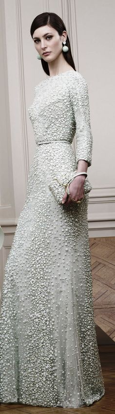 ELIE SAAB RESORT 2015 Haute Couture // Pinned by Dauphine Magazine x Castlefield - Curated by Castlefield Bridal Company & Branding Atelier and delivering the ultimate experience for the haute couture connoisseur! Vestidos Red Carpet, Beautiful Gowns, Beautiful Outfits, Gorgeous Dress, Couture Fashion, Runway Fashion, Couture 2015, Fashion Glamour, Looks Street Style