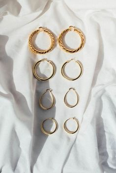 gold hoop earrings // minimalist jewelry // jewels photography #GoldJewelleryBeautiful