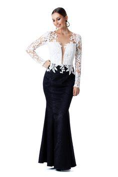 Vestido longo modelo sereia com decote em tule e manga longa com sobreposição de renda.  Valor de varejo R$2.295,00