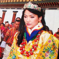 Jetsun Pema, Queen Consort of Bhutan, wearing a diadem of carved jade and diamonds on the day of her wedding in 2011. This same day, the King had laid the Crown of the Druk Gyaltsuen (Dragon Queen) upon her head, which formally proclaimed her as the Queen of the Kingdom of Bhutan #DragonQueen #QueenofDragons