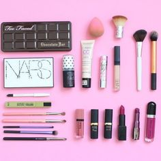 Be(you)Tiful vous présente les produits phare de sa trousse maquillage ! #TheBeautyst