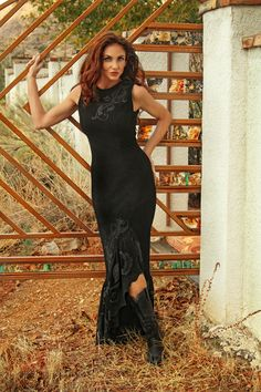 The dress is fantastic. Hand painted black lambsuede dress by Meredith Lockhart Western Look, Western Wear For Women, Western Chic, Aged To Perfection, Southwest Style, Cowgirl Style, Western Outfits, Clothes Horse, Cow Girl