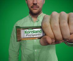 Dürfen wir vorstellen, unser lieber, neuer Jr. Projektmanager S.! Der gleich mal so nett war für unseren Kunden Kornland zu posen. #agencylife #poser #15minutesoffame