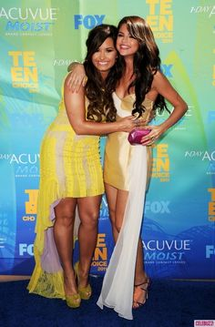 Demi Lovato and Selena Gomez at the Teen choice awards 2011 demi-lovato