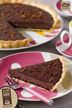 Tarta de chocolate intenso con pepitas de café Chocolates, Food Inspiration, Baking Recipes, Recipies, Food And Drink, Pudding, Sweets, Eat, Tableware