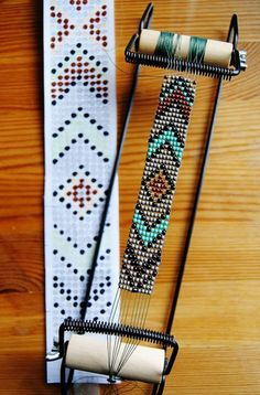 loom beading instructions & DIY Native American belt with classic Eagle motif Mais DIY instructions on how to make a unique, beaded native American belt with… Perle de Jemez Loom Bracelet b BEST tutorial I've seen outlining all the steps needed to use y Seed Bead Patterns, Jewelry Patterns, Bracelet Patterns, Native Beading Patterns, Weaving Patterns, Stitch Patterns, Native Beadwork, Native American Beadwork, Motifs Perler