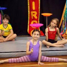 Aqui, nosso lema é proporcionar a você somente atividades físicas diferenciadas, mostrando a você que ainda não encontrou uma atividade que lhe dê prazer e realização, que é possível encontrar. No Espaço Cia da Trupe ofereceremos diversos cursos para crianças, jovens e adultos, como Ginástica Artística, Alongamento, Acrobacia de Solo, Circo para crianças, Gym Baby - Estimulação psicomotora para bebês, Flexibilidade, Artes Corporais, Malabarismo, Equilibrismo, Slackline, Le Parkour, entre…