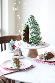A Festive Christmas Tree Gingerbread Cake Dessert Recipe Christmas Tree Cake, Christmas Desserts, Christmas Baking, Christmas Holiday, Christmas Ideas, Christmas Decorations, Winter Party Foods, Buffalo Check Christmas Decor, Gingerbread Cake