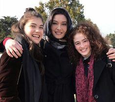 (*) Twitter Turkish Actors, Diy Fashion, British, David, Actresses, Uni, Classic, Twitter, Beautiful Actresses