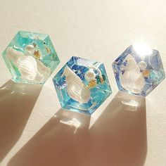 Resin is creative & cool. Beautiful & Lovely.