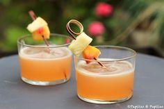 Pour 4 verres de jus de fruits ananas, nectarines pommes, il vous faut : •2 pommes •2 nectarines •1 petit ananas