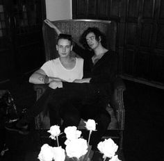 The George Daniel and The Matty Healy, The 1975 Matthew Healy, Pop Bands, Music Bands, Caroline Ellis, Matty 1975, George Daniel, Gay, The 1975, Ms Gs