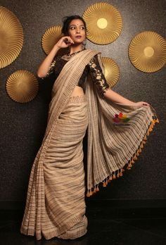 Beautiful cotton saree. Indian Attire, Indian Wear, Lengha Blouse Designs, Sari Blouse, Indian Dresses, Indian Outfits, India Fashion, Fashion Wear, Asian Fashion