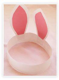 Des oreilles de lapin : accessoire indispensable pour aller chercher les oeufs de pâques dans le jardin