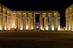 The Temple of Luxor at night (by alejocock).