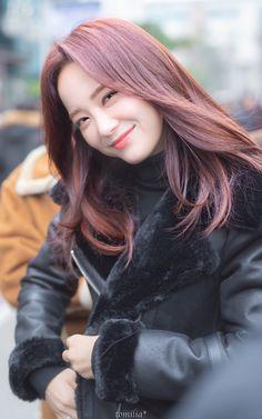 K-Pop Babe Pics – Photos of every single female singer in Korean Pop Music (K-Pop) South Korean Girls, Korean Girl Groups, Kim Sejeong, Jellyfish Entertainment, Cosmic Girls, Blackpink Jisoo, These Girls, The Little Mermaid, My Idol