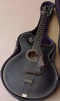 Gibson Style O circa 1917: I owned one of these at one time...Didn't sound very good. Looked cool though..