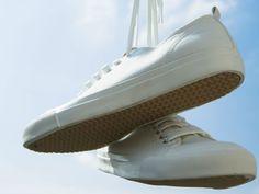 ¿Cómo limpiar los zapatos blancos
