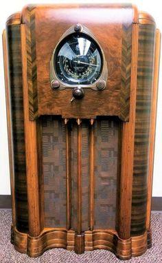 1938 Zenith 12-5-267 Console Radio Retro Radios, Vintage Tv, Vintage Antiques, Old Time Radio, Phonograph, Art Deco Furniture, Art Deco Design, Art Nouveau, Instruments