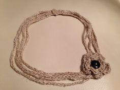 Collana all'uncinetto con bottoni, in cotone e lino #crochet #necklace #diy
