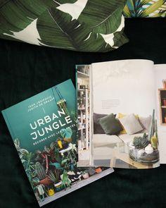Vous l'avez attendu et le voilà enfin. Le livre  de Urban Jungle Bloggers  est enfin en français  [ French readers have been waiting fo...