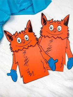 Every Dr. Seuss fan will want to make one of these silly Fox in Socks puppets!Read the classic story, then let the children work on telling their own version once they& made this cute craft. Sock Crafts, Puppet Crafts, Fish Crafts, Cute Crafts, Horse Crafts, Classroom Crafts, Classroom Teacher, Paper Bag Puppets, Sock Puppets