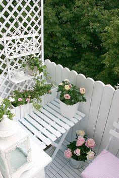 Zdjęcie numer 7 w galerii - Wiejski ogródek na balkonie w bloku z wielkiej płyty. Marzenia się spełniają