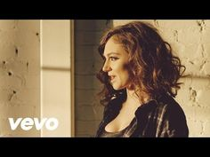Official Music video by Daya performing Hide Away. (C) 2015 Artbeatz iTunes: http://smarturl.it/iDayaEP Spotify: http://smarturl.it/sDayaEP Amazon: http://sm...