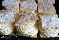Poctivé vanilkové krémeše z lístkového cesta. Žiadna zdĺhavá príprava, nič náročné a hlavne chutné.