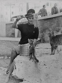 Claudia Cardinale, Roma, Pantheon, 1962