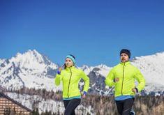 Adunk pár tippet, hogyan öltözz fel, ha hidegben is szeretnél futni. Rain Jacket, Windbreaker, Marvel, Sport, Jackets, Fashion, Down Jackets, Moda, Deporte