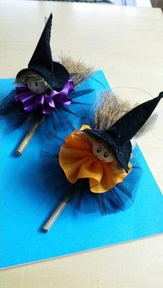 Streghette Moldes Halloween, Adornos Halloween, Halloween Crafts For Kids, Cute Halloween, Holidays Halloween, Fall Crafts, Diy And Crafts, Witch Decor, Spooky Decor
