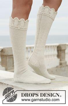 Boot socks: Pitkät DROPS sukat pitsireunuksella Alpaca-langas. Knitting Kits, Lace Knitting, Knitting Socks, Knitting Patterns Free, Scarf Patterns, Knitting Tutorials, Knitting Needles, Drops Design, Shoes