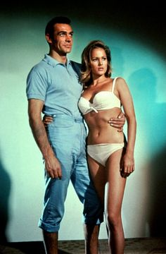 James Bond Sean Connery & Ursula Andress