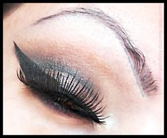 click herer to see the tutorial http://more-than-makeup.blogspot.it/2013/12/christmas-makeup-ideas-tutorial-2-idee.html#more