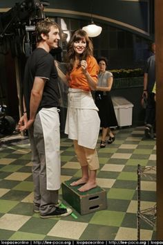lee and anna on set pushing daisies....that's hilariousXX