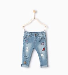 Printed and embroidered jeans-Skirts and trousers-Baby girl Baby Girl Fashion, Toddler Fashion, Kids Fashion, Baby Jeans, Girls Jeans, Zara Mode, Zara Fashion, Little Fashionista, Embroidered Jeans