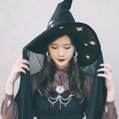 30 Easy Ways to Rock Your Favorite LBD This Halloween – Candle Making Halloween Cosplay, Halloween Costumes, Moldes Halloween, Witch Costumes, Cute Witch Costume, Witch Outfit, Lbd, Crochet Hat For Women, Witch Art