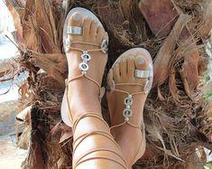 Sandalias con cuentas, ate para arriba el anillo de sandalias, sandalias de novia, boda pisos. Encargo del color y los adornos. HERA