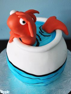 """this """"cat in the hat"""" birthday cake is adorable"""