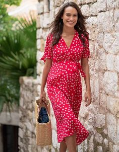 Seraphine's Red Midi Wrap Maternity Dress is a star item this season – designed to flatter your figure through every stage of pregnancy. Cute Maternity Style, Stylish Maternity, Maternity Gowns, Maternity Clothes Spring, Spring Maternity Fashion, Maternity Dresses For Baby Shower, Maternity Pictures, Pregnancy Costumes, Pregnancy Outfits