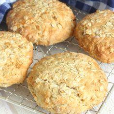 Färdiga frukostbröd på 20 min – knapriga på ytan med ett saftigt innanmäte! Swedish Recipes, 20 Min, Bread Baking, Scones, Baking Recipes, Biscuits, Muffin, Brunch, Eat