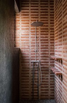 malu de miguel splits brick + concrete family house in madrid in two separate pavilions. get the look with clé foundry flats brick subway tile. # classic Home Decor malu de miguel splits brick + concrete family house in madrid in two separate pavilions Contemporary Architecture, Interior Architecture, The Design Files, Brickwork, Bathroom Interior, Interior Office, Interior Livingroom, Interior Modern, Cheap Home Decor