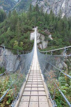 Brücke bei der Gelmerbahn (Grimsel), Innertkirchen, Schweiz.  Copyright by Rodrigue R.R. Brugger, 2015