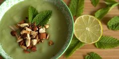 Avocado, squash og agurk giver digsammen med et lille myntetwist en absolut sublim suppeoplevelse – og så er den endda kold!