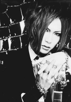 Uruha...this guy is attractive!