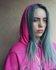 A lil filter on there 😍 ❤ ️❤ billie eilish in 2019 певцы, зна Billie Eilish, Aesthetic Header, Video Interview, Black And White Outfit, Videos Instagram, Album Cover, Coachella, Youtubers, My Girl