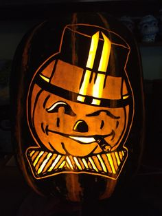 Vintage pumpkin pattern from Stoneykins. Carved on a real pumpkin by WynterSolstice