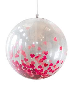 Le Ballon Géant 1m de Diamètre Translucide   Nos Ballons, banderolles et décorations de salle   Mariage. Ce ballon géant transparent à utiliser comme décoration peut être rempli de confettis ou de pétales de roses pour un effet festif garanti ! http://www.mariage.fr/shop/le-ballon-geant-1m-de-diametre-translucide-mariage-nos-ballons-banderolles-et-decorations-de-salle.htm
