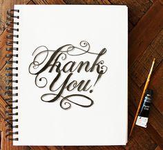 """O que fazer para agradecer a marca de 100 mil apreciações de seus projetos no Behance?  O designer gráfico e ilustrador brasileiro Antonio Rodrigues Jr. decidiu fazer algumas artes tipográficas à mão com o agradecimento escrito de diversas formas, em algumas línguas.  Dentre muitos """"obrigados"""" nota-se a habilidade tipográfica do designer. Ao lado de cada peça, ele mostra o material necessário para o desenvolvimento."""